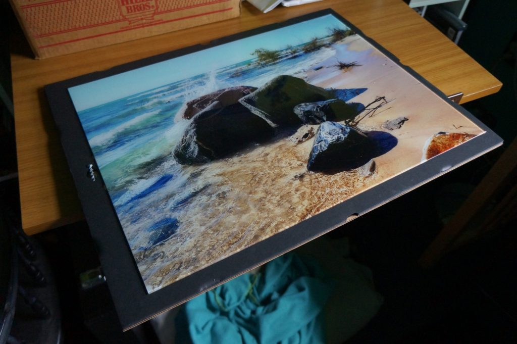 Fracture photo packaging provides secure glass-print travel